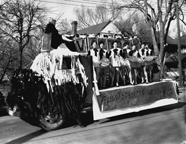 Art students' Homecoming Parade Float, 1954