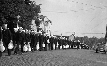 Sailors marching from station to University, 1942